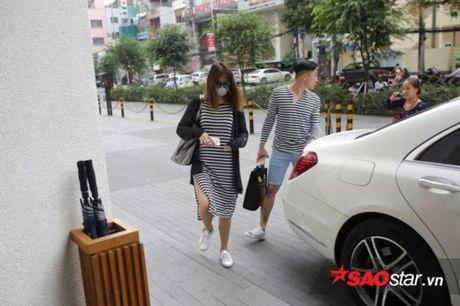 HOT: Tran Thanh - Hari Won mac do doi den noi to chuc hon le - Anh 1