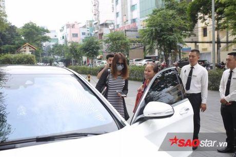 HOT: Tran Thanh - Hari Won mac do doi den noi to chuc hon le - Anh 6