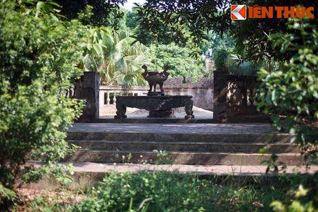 Nằm trong khuôn viên đền Sĩ Nhiếp ở xã Gia Đông, huyện Thuận Thành, tỉnh Bắc Ninh, lăng mộ Sĩ Nhiếp là nơi an nghỉ của vị quan Thái thú duy nhất được người Việt thờ phụng trong giai đoạn Bắc thuộc.