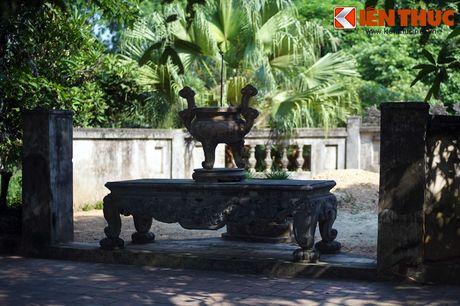 Sau gần hai thiên niên kỷ, những kiến trúc cũ của lăng mộ Sĩ Nhiếp đã phai nhạt theo thời gian. Nơi an nghỉ của vị quan Thái thú được người Việt ngưỡng mộ ngày nay khá đơn sơ với một số công trình được xây dựng những năm gần đây.