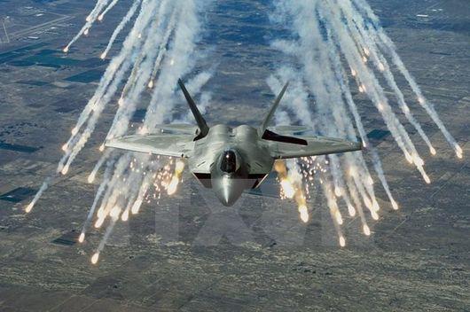 Mỹ lần đầu tiên triển khai máy bay chiến đấu F-22 tại châu Âu